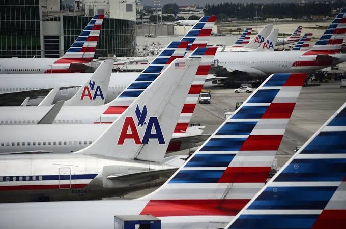 Couple sues American Airlines after getting kicked off flight for 'smelling bad'